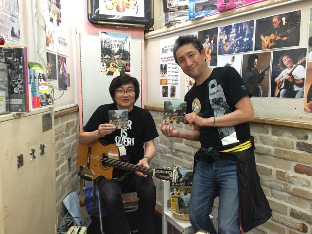 地下鉄のギタリスト、土門氏と記念撮影